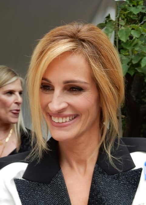 Julia Roberts Doesn't Use Toothpaste for That Megawatt Smile